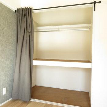 オープンクローゼットはカーテンで仕切れます