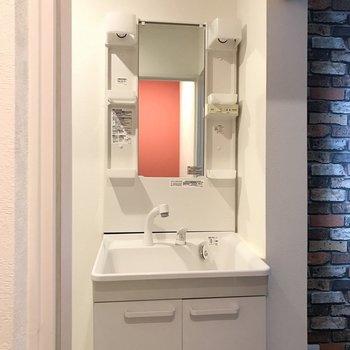 洗面台も新しくて使い勝手◎! (※写真は保修前のものです)