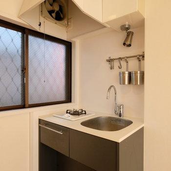 キッチンはコンパクトな1口ガスコンロ!※写真は前回募集時のものです