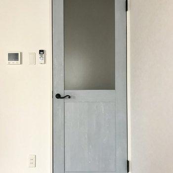 リビングの扉まで可愛い、、、