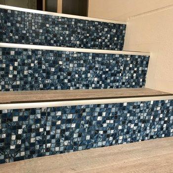 階段はタイルがぎっしり!
