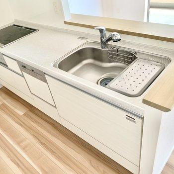 IHコンロです。調理スペースも広々〜!食洗機付き!