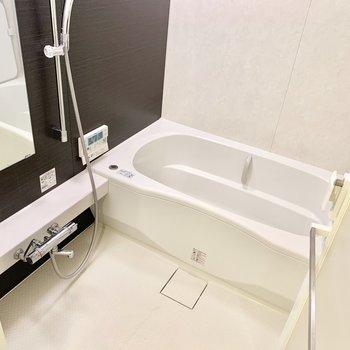 お風呂は浴室乾燥機付いてます◎