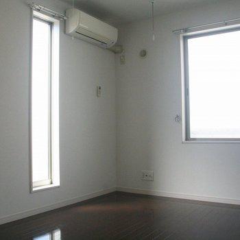 2面採光南西向きのお部屋※写真は2階の同間取り別部屋のものです