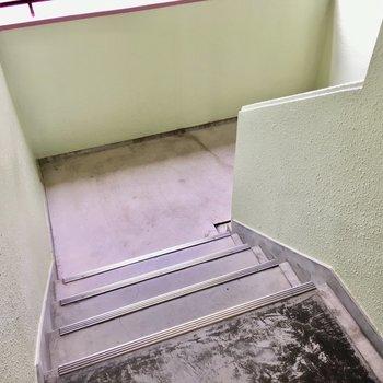 階段でさくっと昇り降りしましょ。