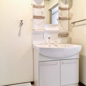 洗面台ボウルも大きくて、お子さんも扱いやすいシングルレバー。