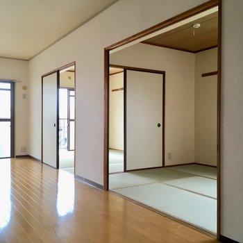 お隣は和室が2部屋。