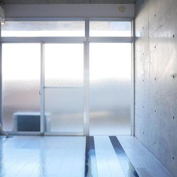 北側の洋室も開口が大きくて均等に光が入ってきます