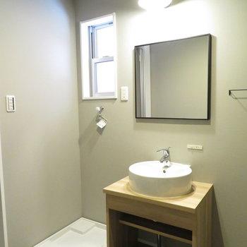 洗面脱衣所です。シンプルな洗面台