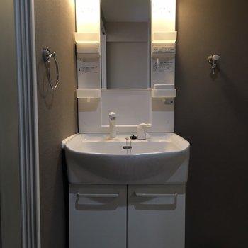 きれいな独立洗面台です