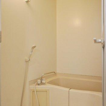 お風呂も少しコンパクトですが、水栓が新しくなっています。