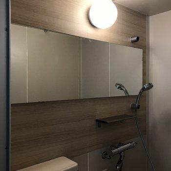 長尺のミラーで浴室が広く感じそう◎