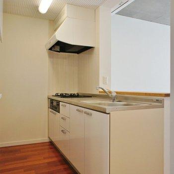 対面式のオープンキッチン。