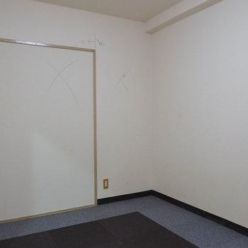 【工事前】玄関側のお部屋。あそこの壁をドーンとぶちぬきます