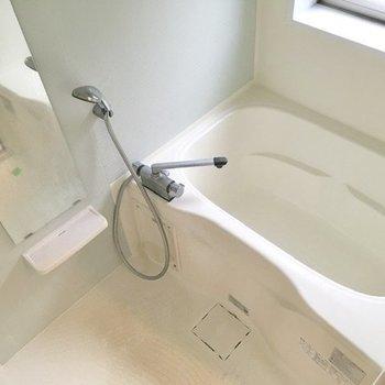 浴室は淡いブルー。可愛らしい雰囲気です。