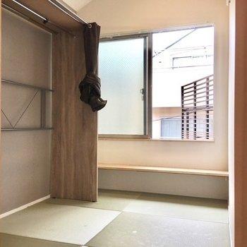 こんなに都会じみた和室も珍しいですね。
