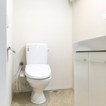 トイレはその左手に。