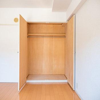 収納スペースも十分ありますね※写真は2階の同間取り別部屋のものです