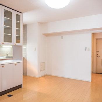 ダイニングキッチンも広いですね※写真は2階の同間取り別部屋のものです