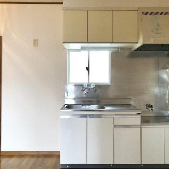 【DK】キッチン横には冷蔵庫と電子レンジが置けそうです