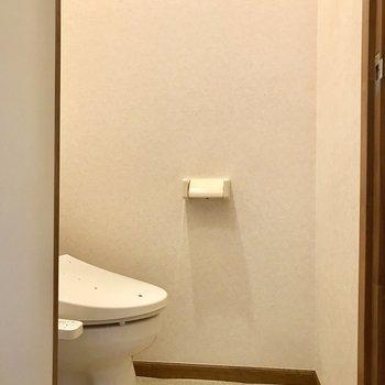 トイレは個室ですよ