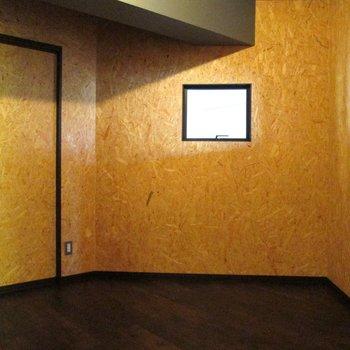 【洋室4.7帖】入れ子にも窓がありお部屋との繋がりも◎