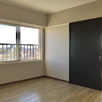 【5.5帖洋室】ここは、着替えるスペースにしてみたい※写真は、通電前のものです