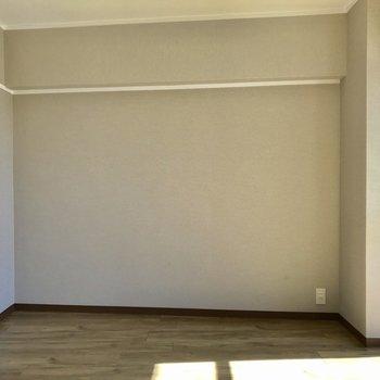 【6.3帖洋室】収納も大きくないので、スペースを有効活用できます※写真は、通電前のものです