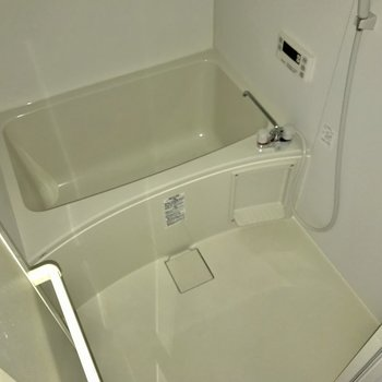 浴室には、鏡がありませんでしたので、ご用意を※写真は、通電前のものです