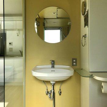 丸いデザインが可愛い洗面台※写真は4階の同間取り別部屋のものです