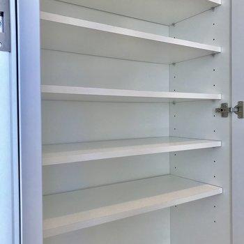 下駄箱は、1人暮らしには十分※写真は4階の同間取り別部屋のものです