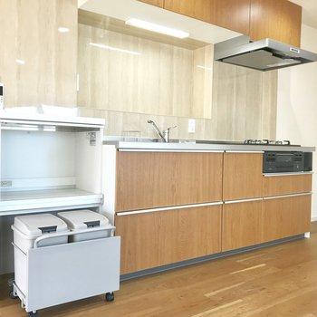 キッチン横の小棚が機能性あって良い。