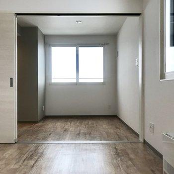 窓の位置が高いので家具の配置がしやすそう!