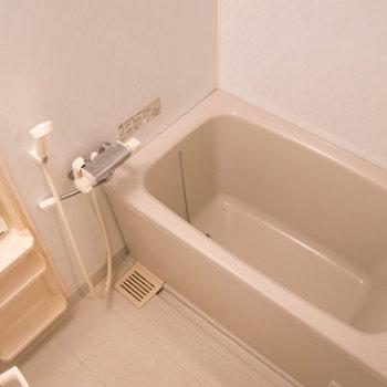 お風呂はシンプルなタイプです!