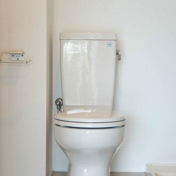 トイレはそのよこに!海外仕様です!