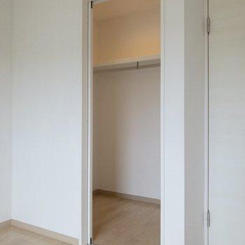 なんとウォークインクローゼット!※写真は2階の同間取り別部屋のものです