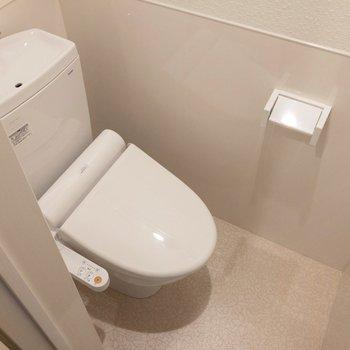温水洗浄便座付き!※写真は2階の同間取り別部屋のものです