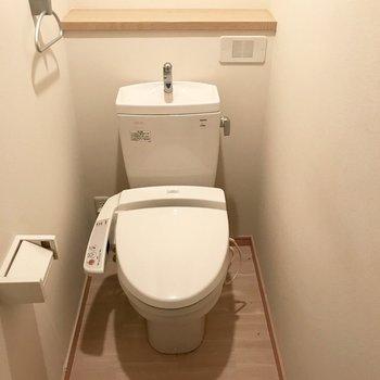 トレイはゆったり使えますね!※写真は1階の同間取りの別部屋、清掃前のものです