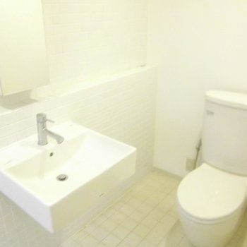 シンプルな洗面&トイレ ※写真は前回募集時のものです