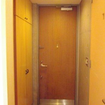 ウッディな玄関 ※写真は前回募集時のものです