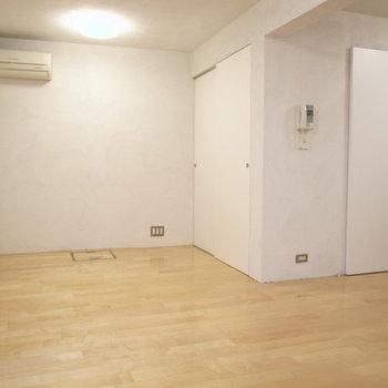 LDK、床には全面床暖房が入っています。 ※写真は1階同間取り別部屋のものです