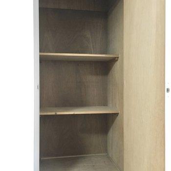 洋室】ボックスを置いて整理しやすく!