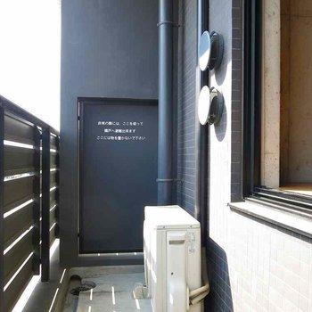 ベランダ出れます※写真は7階の反転間取り別部屋のものです