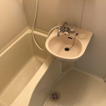 浴槽けっこう広いんですよ ※写真は前回募集時のものです