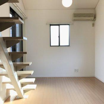 居室スペース!三面採光です ※写真は前回募集時のものです