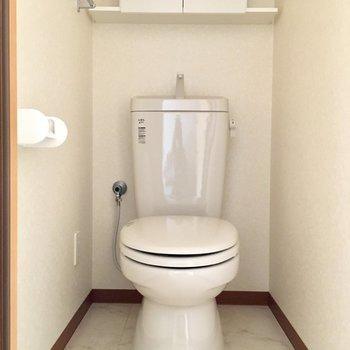 ウォシュレットはないけどとっても清潔感のあるトイレ。※写真は3階の同間取り別部屋のものです