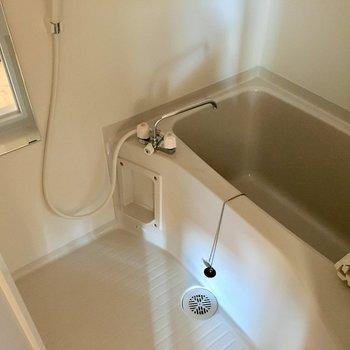 お風呂も清潔感があります。※写真は3階の同間取り別部屋のものです