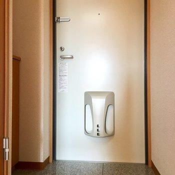 玄関は高級感のある硬い御影石を採用しています。※写真は3階の同間取り別部屋のものです