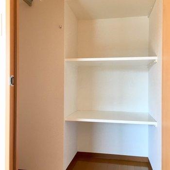 とっても使いやすそうなウォークイン・クローゼット!※写真は3階の同間取り別部屋のものです