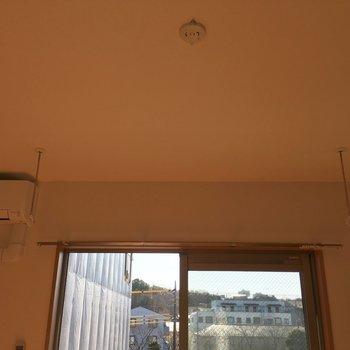 室内干しできる設備があるのうれしいですね。※写真は3階の同間取り別部屋のものです